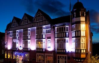 Hallmark Inn Chester, ideally situated opposite Chester Railway Station