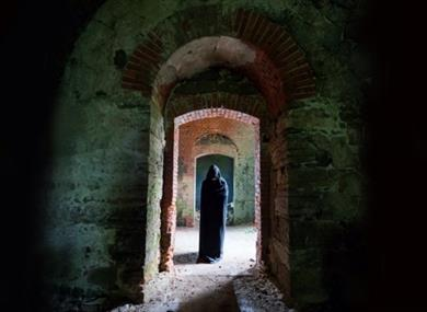 Chester Ghost Tours - Does a monk haunt the area by St Johns Church?