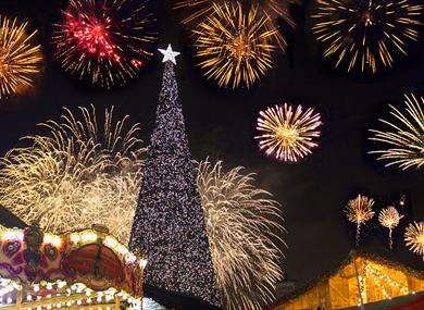 See the iconic Christmas tree lit at Cheshire Oaks Designer Outlet on 7th November