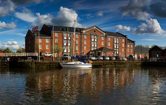 Holiday Inn Ellesmere Port, canalside location